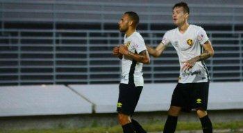 Guilherme (E) chegou aos 12 gols e se junta a Hernane Brocador na artilharia da Segundona