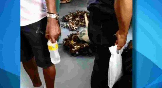 Vídeo registra homem vendendo caranguejos no metrô do Recife