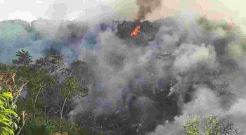 Incêndio no lixão localizado no bairro de Céu Azul, em Camaragibe