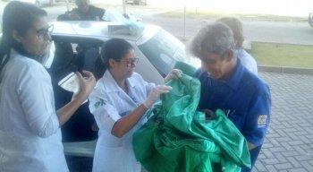 A criança chegou à unidade de saúde do hospital nos braços do pai. A mãe e a criança passam bem.