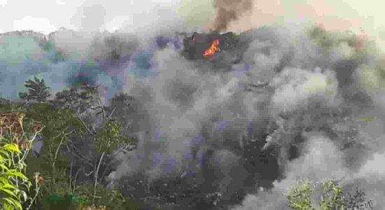 Morador denuncia incêndio em lixão localizado no bairro de Céu Azul