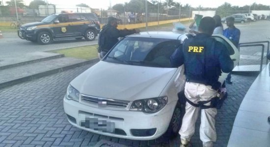 Os policiais ajudaram no nascimento