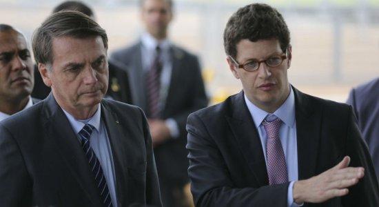 ''Pode ser algo criminoso'', diz Bolsonaro sobre óleo em praias do Nordeste