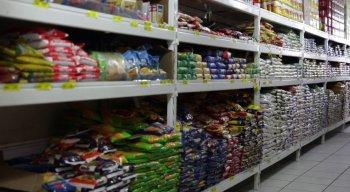 Entre os produtos que ficaram mais caros estão o óleo de cozinha, o feijão, a carne de charque, além das frutas e verduras