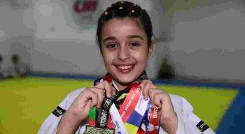 Pietra tem 9 anos de idade e já ganhou 12 medalhas no judô. Ela acredita que a menina e o menino podem fazer o esporte que quiserem