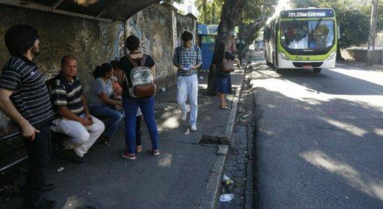 Novo ponto de ônibus é ativado na Rua do Príncipe, no Recife