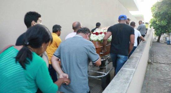 Tristeza e revolta marcam velório de homem morto após briga em trânsito