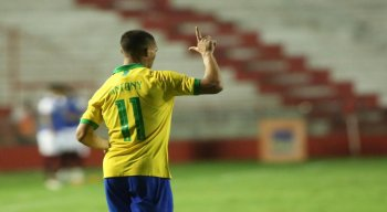 Antony marcou dois gols na vitória brasileira