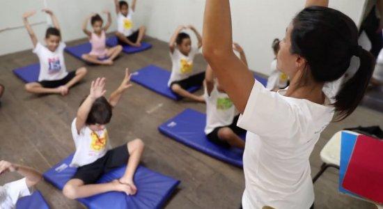 Projetos sociais ajudam crianças por meio da dança e de artes marciais