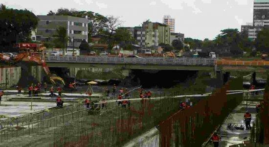 Obra em canal altera trânsito em Olinda