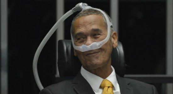 Após dez dias internado, general Villas Bôas recebe alta hospitalar