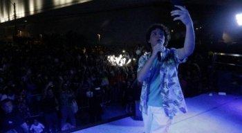 Igor Jansen atraiu fãs mirins para a área externa no Patteo Olinda
