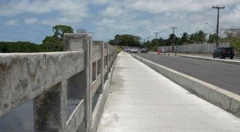 Ponte do Janga tem tapumes de proteção e sinalização retirados por população