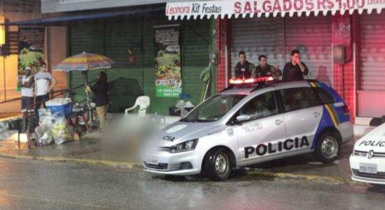 Homem é morto a tiros na própria lanchonete enquanto vendia a cliente