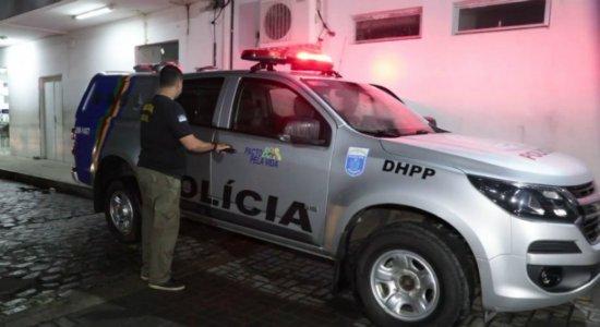 Jovem, irmão dela e amigo são baleados durante aniversário no Recife