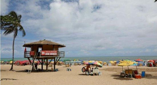 Mulher se afoga na praia de Boa Viagem e é levada para hospital