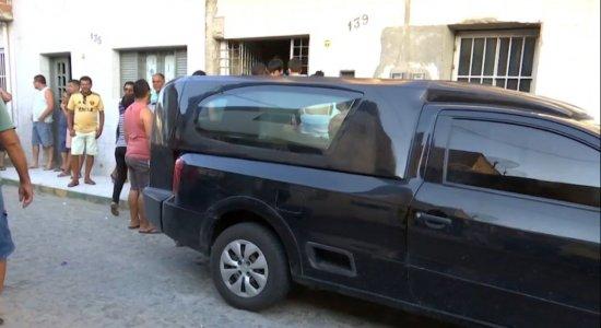 Corpo de homem que morreu afogado em Tamandaré é velado em Caruaru