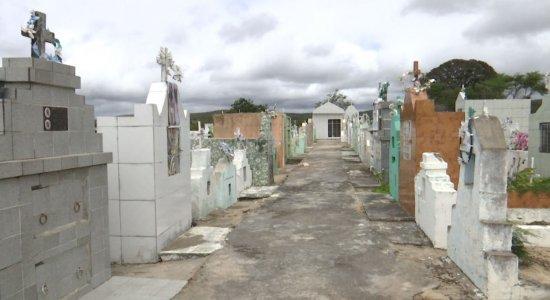 Cemitérios lotados em cidade do interior de Pernambuco causam revolta