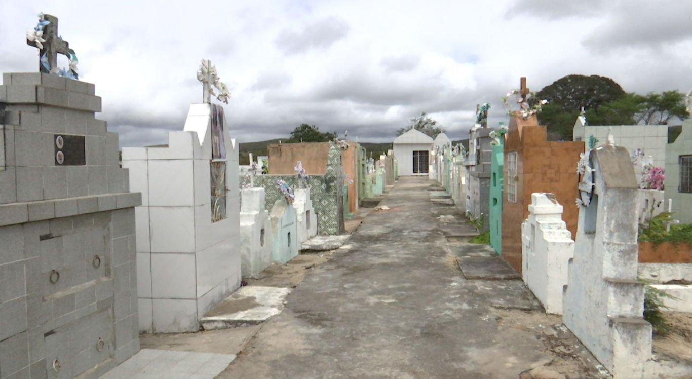 Cemitérios lotados revolta moradores de cidade do interior de Pernambuco