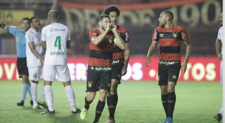 Mirando acesso antecipado, Sport enfrenta o Paraná na Ilha do Retiro