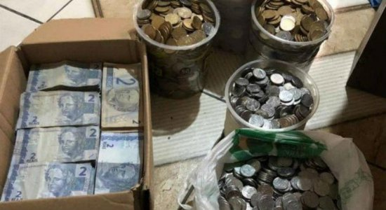 Casal juntou R$ 10 mil em moedas e notas de R$ 2