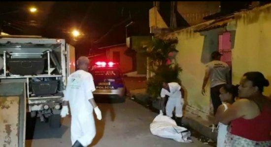 Idosa é baleada tentando salvar neto de assassinos em Itapissuma