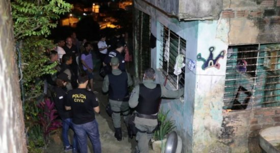 Estudante é morto a tiros dentro de casa em Jaboatão