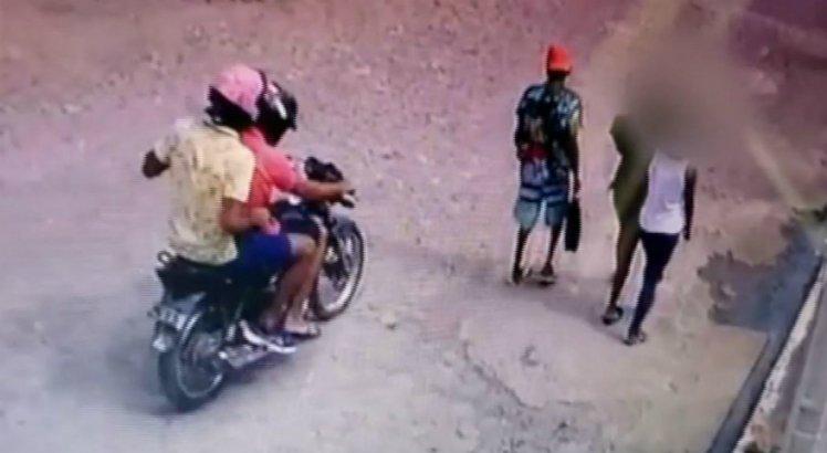 Vídeo mostra homem sendo assassinado a tiros na frente de criança