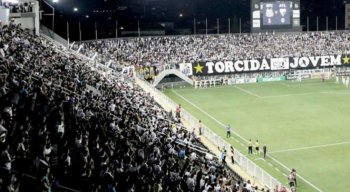 Os torcedores do Santos foram acusados de comportamento racista contra os jogadores do Ceará