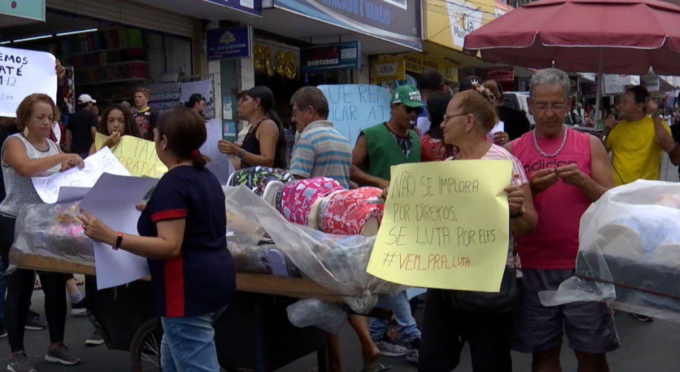 Ambulantes realizam protesto na rua Quinze de Novembro em Caruaru