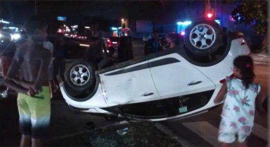 Perseguição acaba em acidente e suspeito baleado em Jardim São Paulo