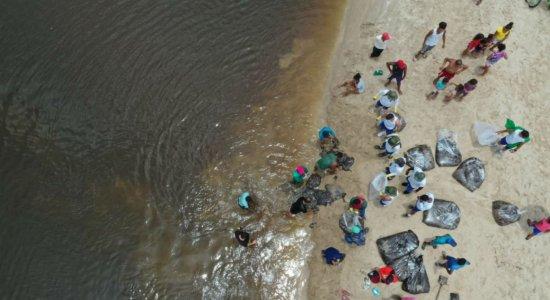 População tá ajudando na limpeza do mar em São José da Coroa Grande