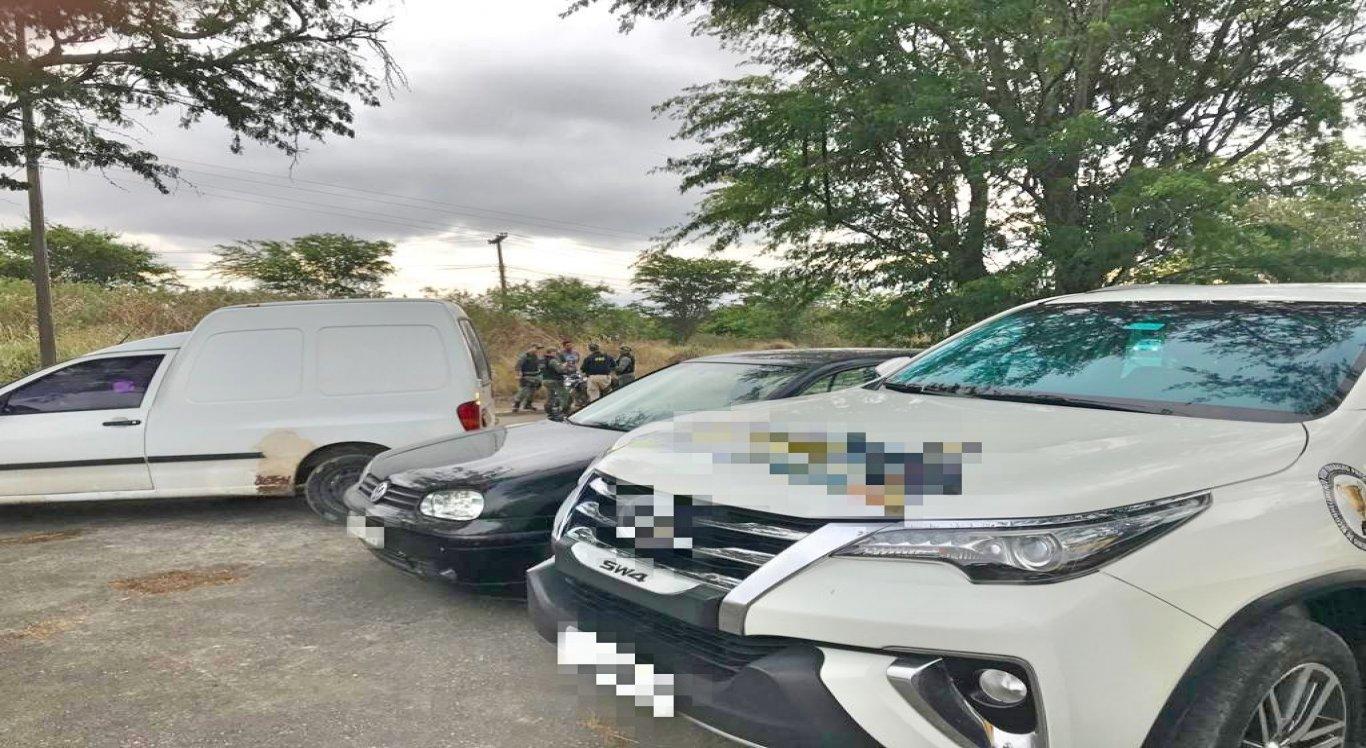 Os três automóveis foram abordados durante fiscalização da PRF
