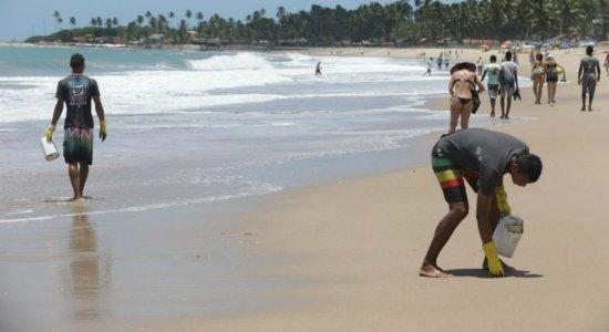 Manchas de óleo atingem Praia de Maracaípe, no Litoral Sul de Pernambuco