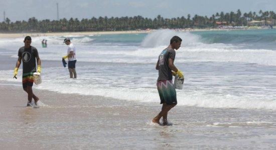 Maracaípe é mais uma praia atingida pelas manchas de óleo