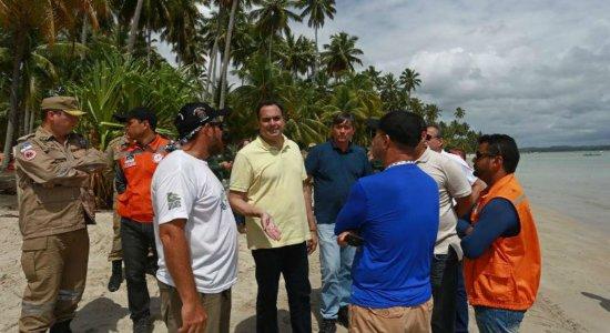 Governador de Pernambuco faz sobrevoo nas praias do litoral sul de Pernambuco