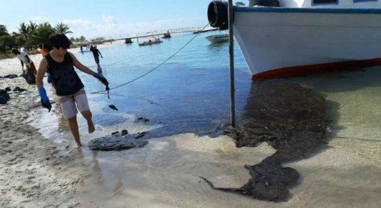 Óleo avança e chega à praia de Suape, no Cabo de Santo Agostinho