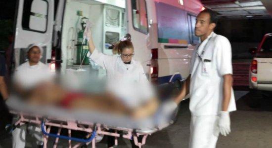 Dois homens e uma mulher são baleados em bar no Cabo
