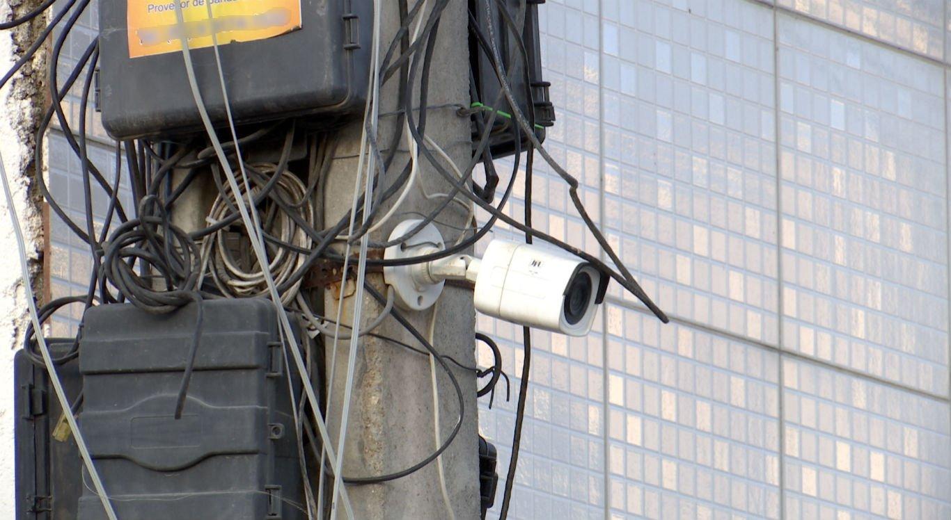 Técnico teria levado choque ao fazer manutenção em câmera de segurança