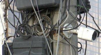 Testemunhas contaram que o trabalhador estava instalando uma câmera em um poste quando foi eletrocutado