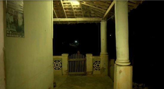 Equipe da TV Jornal passa a noite em casa assombrada, no Agreste