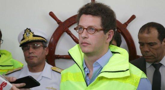 Em PE, ministro Ricardo Salles garante esforços para conter manchas de óleo
