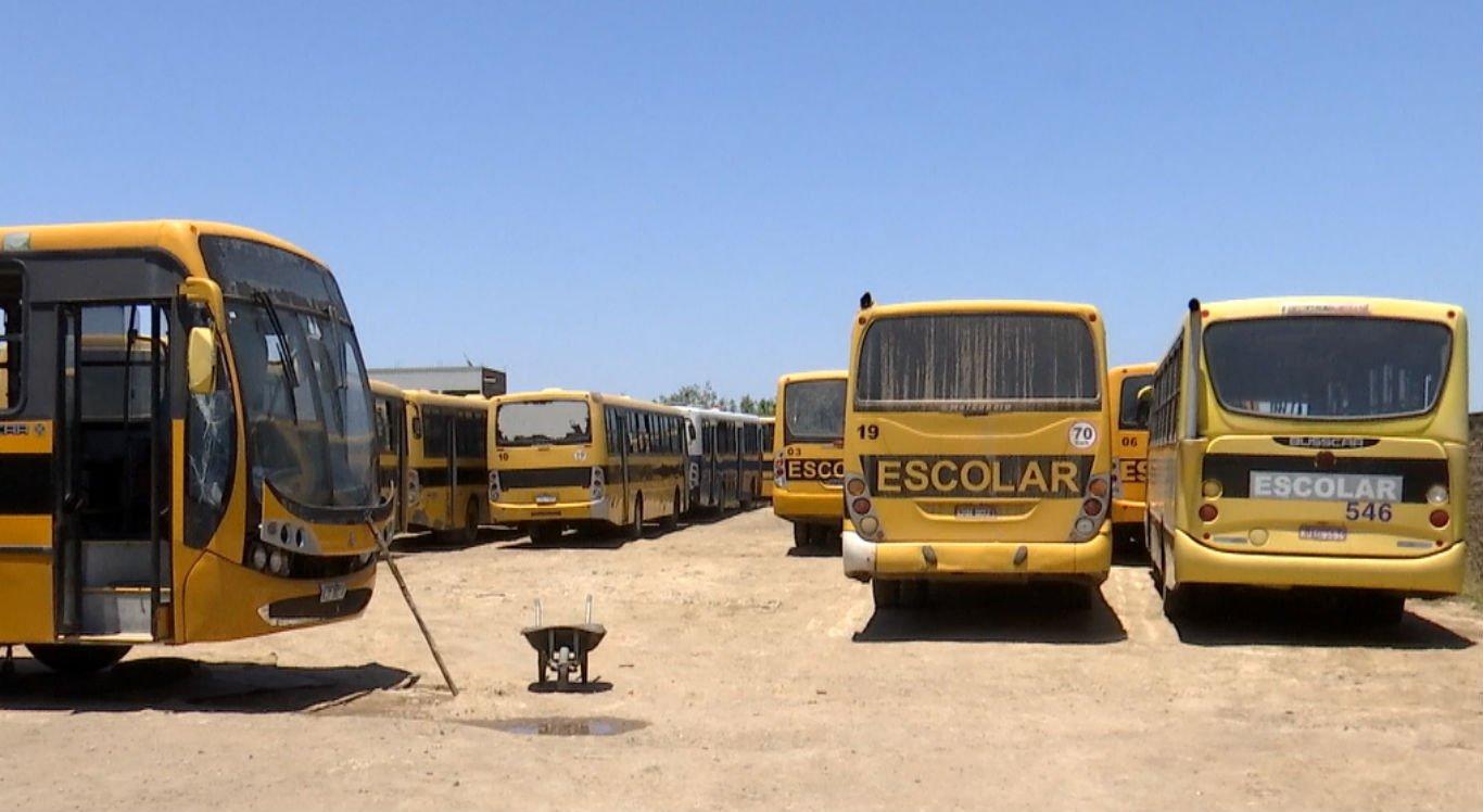 Motoristas que fazem transporte de estudantes estão com salários atrasados