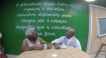 A família do casal também estava reunida e agradeceram emocionados a realização do sonho de dona Mauricéia