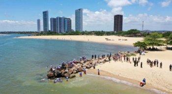 A praia de Barra de Jangada, no Janga, é mais uma das vítimas do óleo