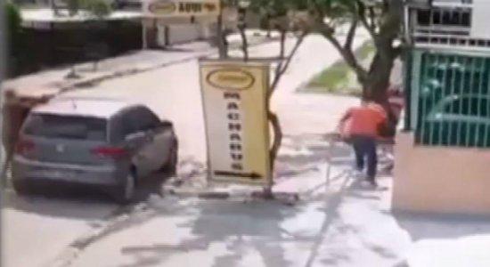 Vídeo mostra policial reagindo a assalto e matando suspeito na Várzea