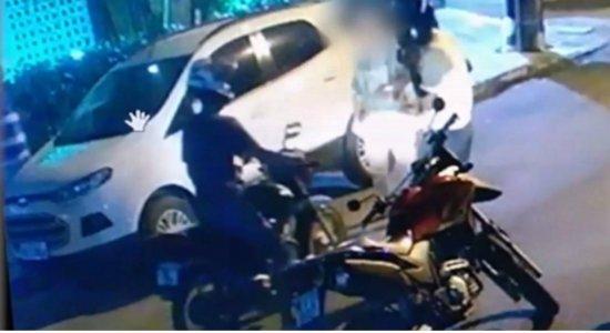 Vídeo mostra assalto no bairro de Casa Forte