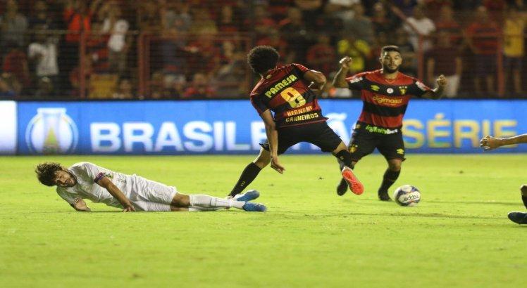 Sport vira e fica a três pontos do Bragantino