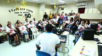 Grupo de crianças e jovens é recebido com boas vindas na AACD