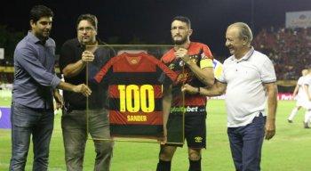 Sander completou 100 jogos pelo Sport diante do Paraná